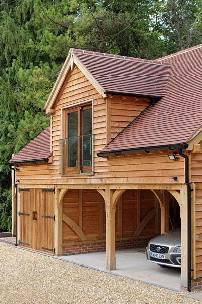 Large three bay room above oak garage